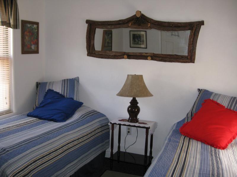 2 Twin-Sized Beds - Sleeps 2